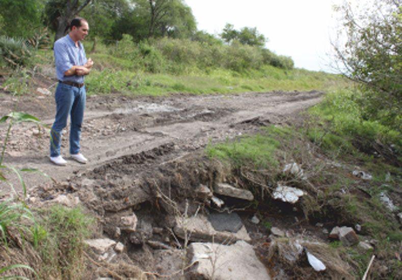 Pérez. El viceintendente difundió fotos de los caminos de la zona.