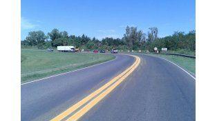 Realizan trabajos de demarcación horizontal en la ruta nacional 12