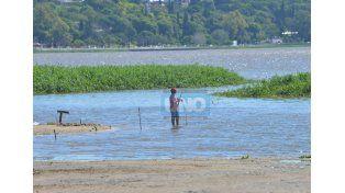 Inusual. La altura del río Paraná aún permanece en alerta.  Foto UNO/Juan Manuel Hernández