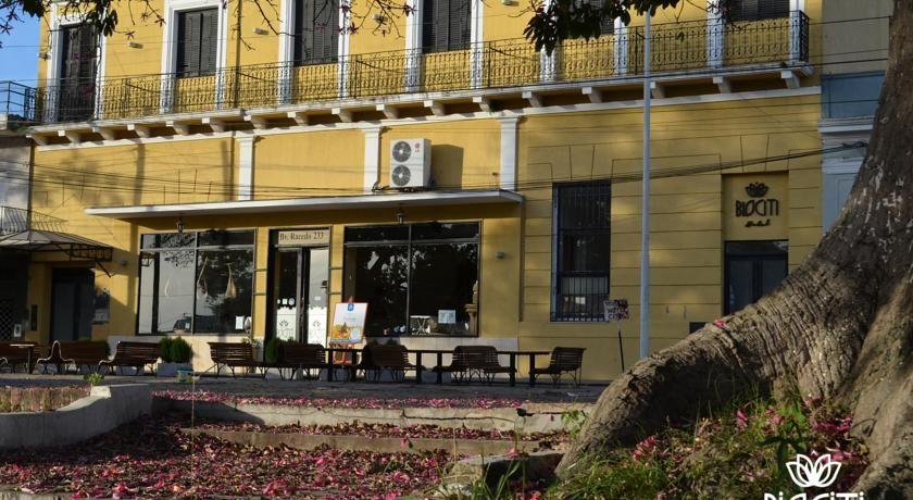 Buscan al dueño de un hotel que cerró y desapareció adeudando sueldos a sus empleados