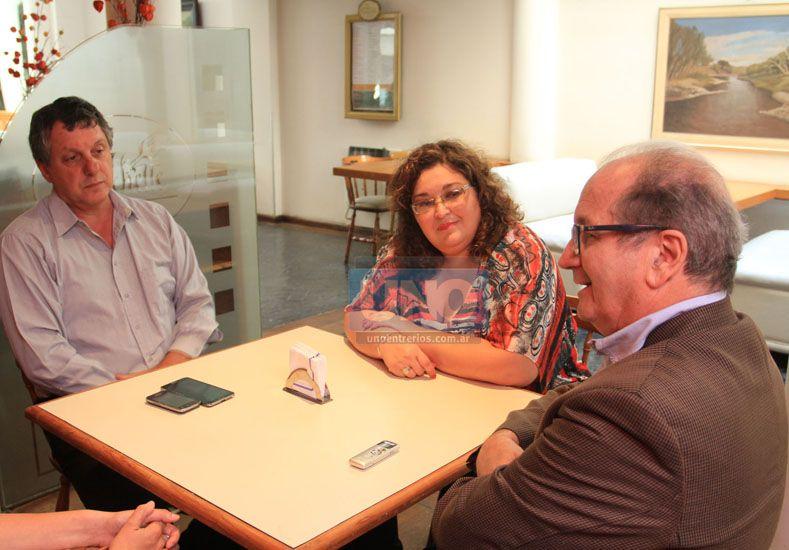 Litwing junto a Cecilia Pautasso de ACER y el subsecretario de Salud de la comuna