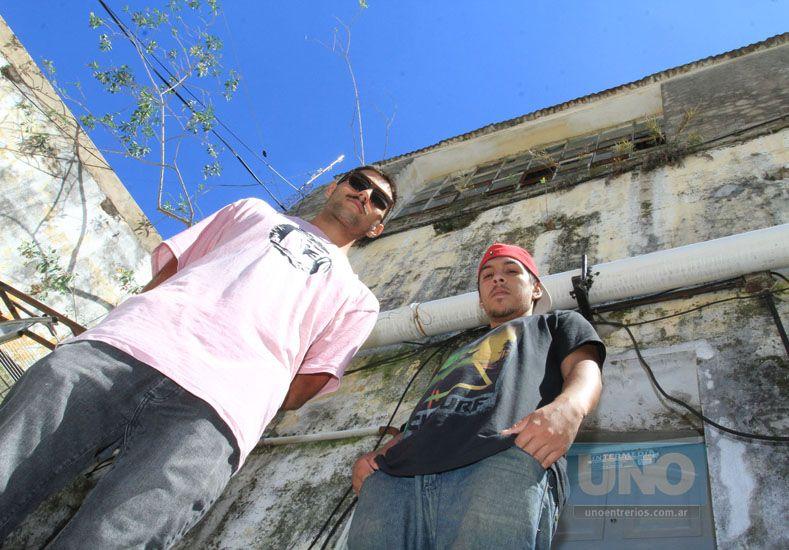 Nahuel Mancini y Zeta Drew están trabajando en la organización de Perro como Perro. Foto UNO/ Juan Ignacio Pereira.