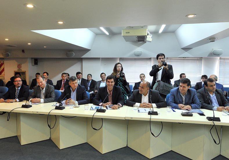 Las condiciones de Macri. Los gobernadores peronistas deberían renunciar al reclamo judicial si adhieren al decreto del Presidente.