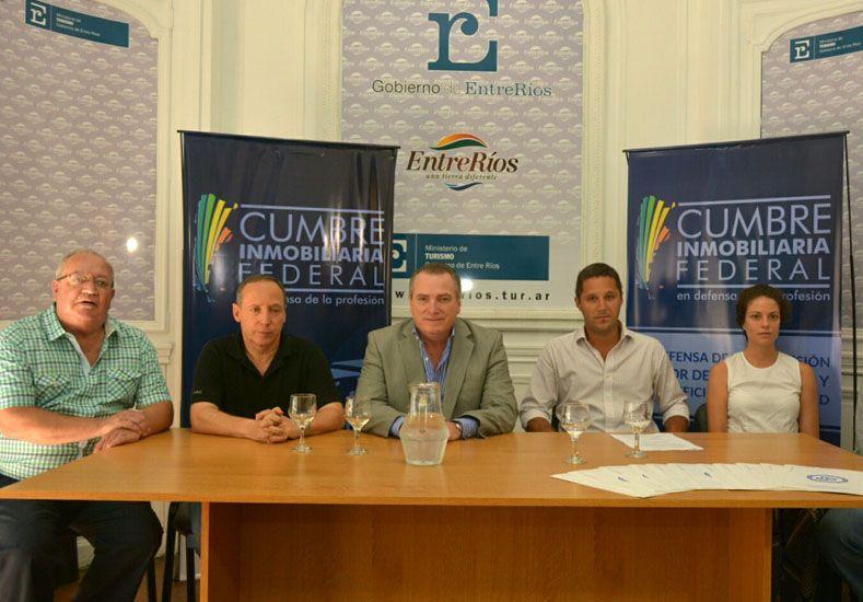 Los corredores inmobiliarios en la conferencia de prensa en el Ministerio de Turismo.