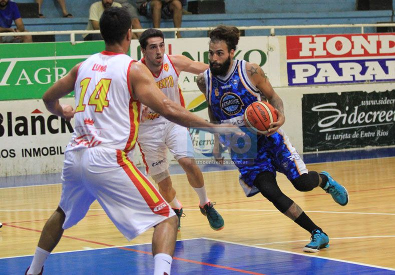 Agustín Carnovale fue uno de los puntos altos del AEC. El perimetral terminó convirtiendo 21 puntos.  Foto UNO/Diego Arias
