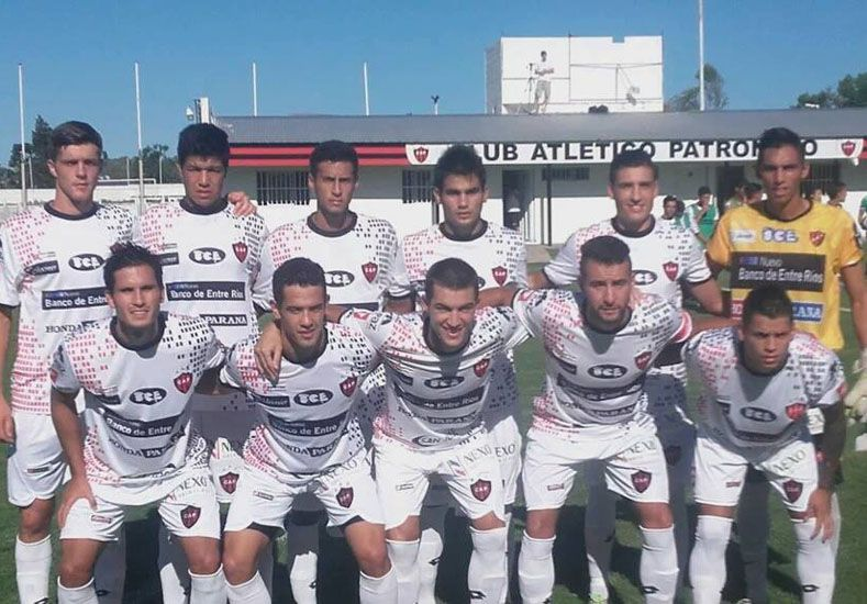 Formación del Rojinegro que el domingo enfrentó a Belgrano de Córdoba en La Capillita.