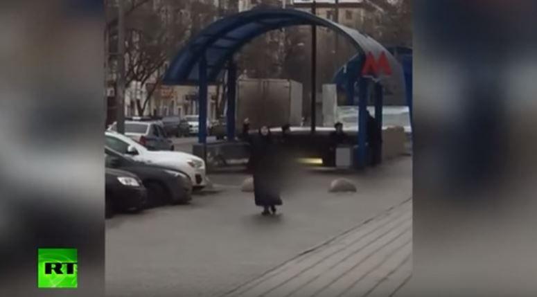 Horror en Rusia: decapitó a una niña y exhibió su cabeza en la calle