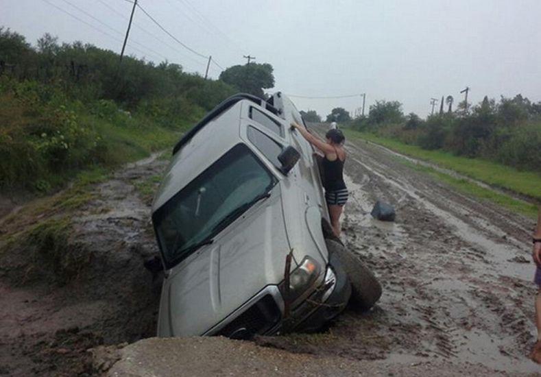 Hace poco más de un año el pozo engulló una camioneta en la ruta 51. Foto: La Región
