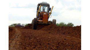 Tras las lluvias acondicionan caminos rurales
