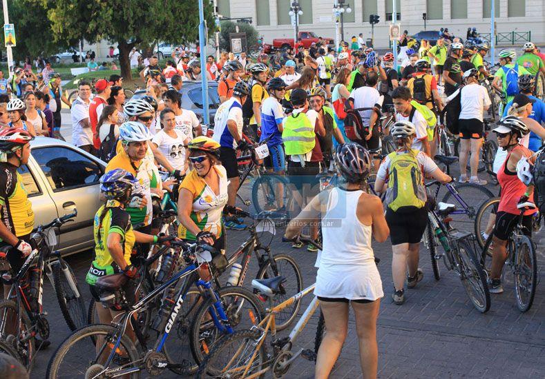 Invitación. Ir en bicicleta a las parroquias de los pueblos resulta una experiencia inolvidable.   Foto UNO/Juan Ignacio Pereira