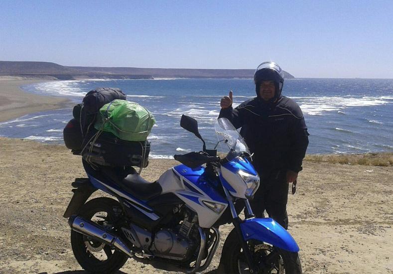 Mario Taborda, el cura motoquero