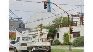 Viale: se electrocutó mientras reparaba un semáforo