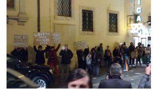 Protestan por la liberación de Milagro Sala en la puerta del hotel de Macri
