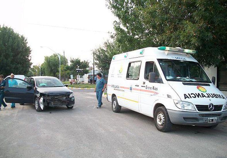 Una familia fue hospitalizada tras un tremendo choque en Crespo