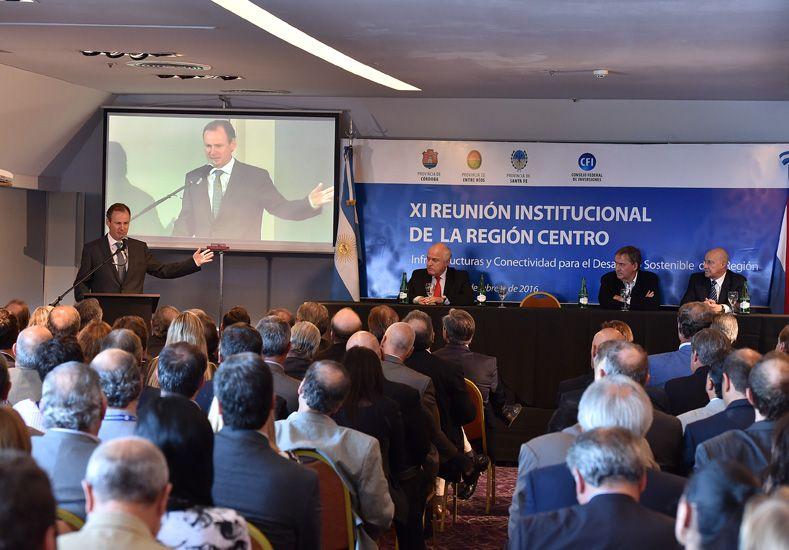 El gobernador de Entre Ríos en el cierre de la reunión que se realizó en Paraná.