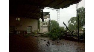 Voladuras parciales de techos. La escuela Las Heras fue una de las afectadas el viernes.  Foto: Gentileza/AGMER
