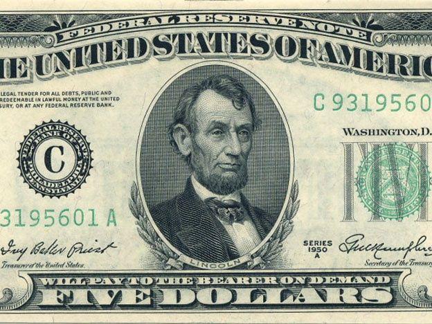 El dólar subió 30 centavos y registró un nuevo récord