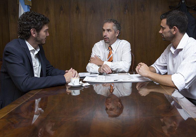El concejal Emanuel Gainza y Esteban Wood del Sedronar.