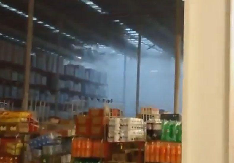 El centro de almacenamiento de Día sufrió voladura de chapas de los techos.