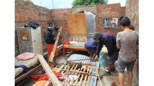 Todavía se desconoce la cantidad de casas que perdieron sus techos en los barrios de Paraná. Foto UNO/Juan Ignacio Pereira.