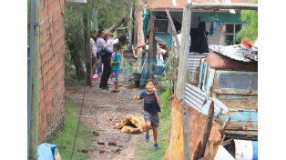 En 4 de Junio. Las ráfagas de viento volaron el techo de las casas de unas 15 familias del barrio. (Foto UNO/Juan Ignacio Pereira)