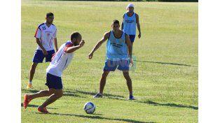 El Rojiblanco efectuó fútbol táctico pensando en el compromiso del domingo.    Foto UNO/Diego Arias