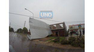 El techo se voló hoy por la mañana en avenida Zanni en donde la tormenta fue tremenda.