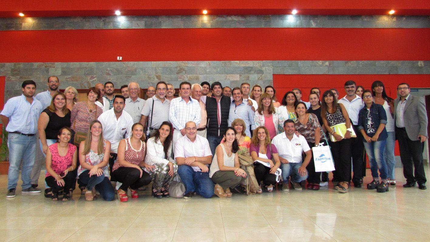 Los participantes de la reunión con el ministro de Turismo ayer en Villaguay. Foto Prensa Turismo.