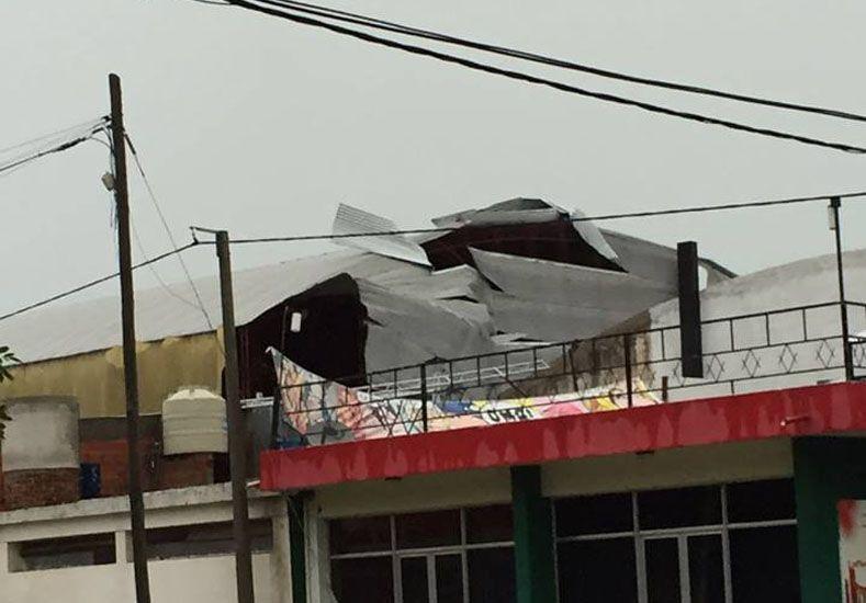 CEDIÓ. Reparar el techo demandaría alrededor de 300.000 pesos. Habrá que esperar cómo repercute en el suelo.