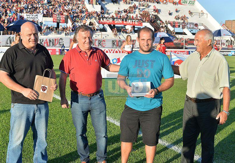 El softbolista Bruno Motroni fue distinguido en el Grella.  Foto UNO/Juan Manuel Hernández