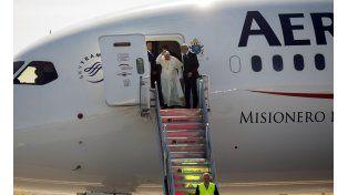 Un rayo láser apuntó al avión del papa Francisco en México