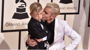Justin Bieber sorprendió a todos en los Grammy acompañado de su hermano menor