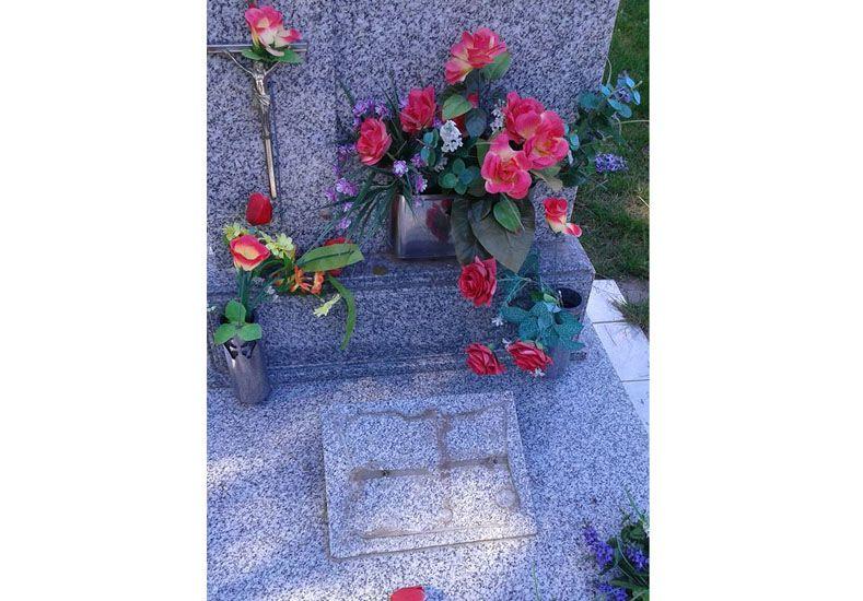 Preocupa el robo de placas en el cementerio católico de Villa Urquiza