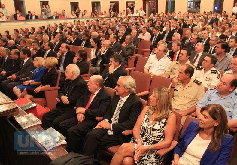 El acto fue en el Teatro 3 de Febrero Foto: UNO/Juan Ignacio Pereira