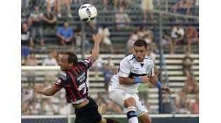 Fue la primera derrota para el equipo paranaense en la principal categoría.  Foto Télam