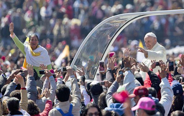 Devoción. El Papa convocó una vez más a decenas de miles de fieles a lo largo de sus desplazamientos en la ciudad de México.