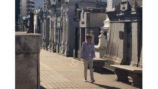 Mick Jagger sigue jugando a las escondidas en sus paseos porteños