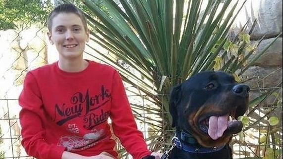 Kayden Clarke se hizo famoso el año pasado cuando subió a YouTube un vídeo en el que su perro