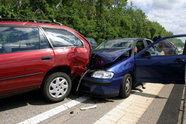 El conductor de una camioneta causó un grave accidente porque iba masturbándose al volante.
