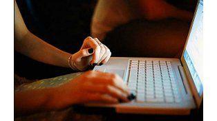 La chica contactó por Facebook la presunta cita laboral