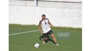 Garré se posicionará en el lateral izquierdo de la defensa Santa frente al Lobo. (Foto UNO/ Mateo Oviedo)