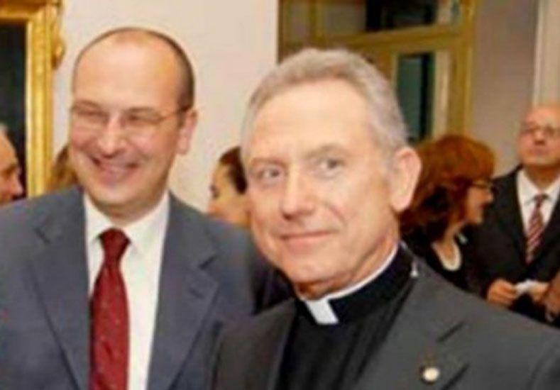Benvenuti trabajó en el Tribunal Eclesiástico de la Santa Sede en el Vaticano y desempeñó también el cargo de segundo capellán militar en la Escuela de Telecomunicaciones de las Fuerzas Armadas