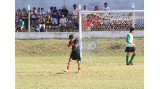 Para crecer. Más allá de fallar el penal. El torneo busca la formación.  Foto UNO/Juan Ignacio Pereira