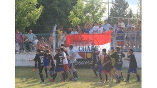 La clásica vuelta olímpica de los chicos ayer en Don Bosco.  Foto UNO/Juan Ignacio Pereira