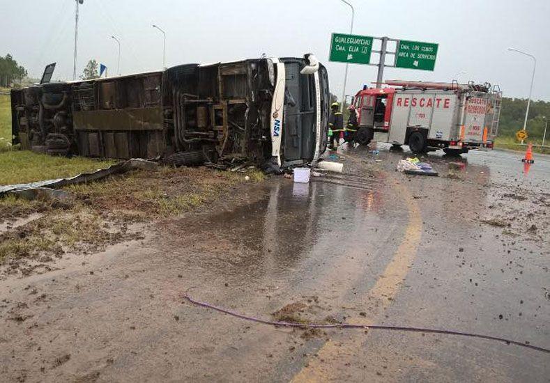 Accidente en la autovía: confirmaron las identidades de las víctimas y el chofer quedó detenido