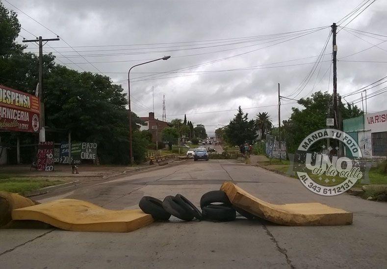 Vecinos cortaron calle Don Bosco por el desborde del arroyo Colorado