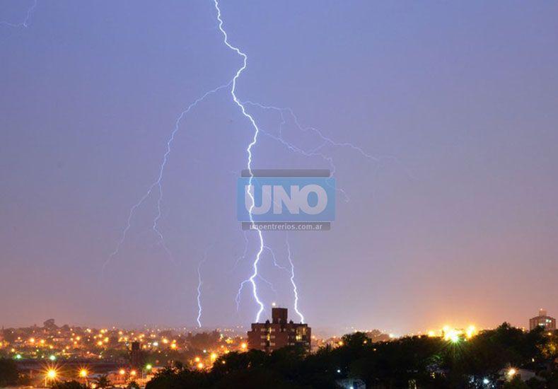 El joven tenía 22 años y falleció electrocutado mientras jugaba en medio de la tormenta.   Foto UNO/Archivo ilustrativa