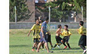 Festejan los chicos el triunfo de ayer que lo meten en la final.   Foto UNO/Juan Manuel Hernández