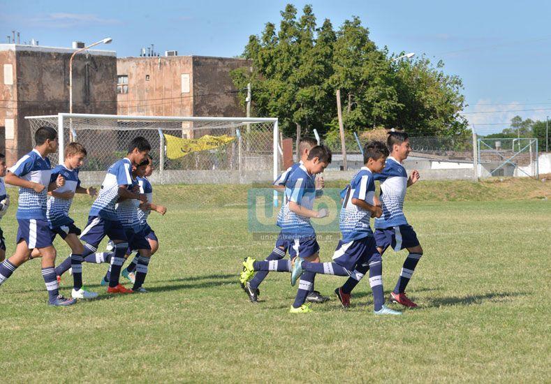 Salen a la cancha los jugadores en busca de una victoria.   Foto UNO/Juan Manuel Hernández