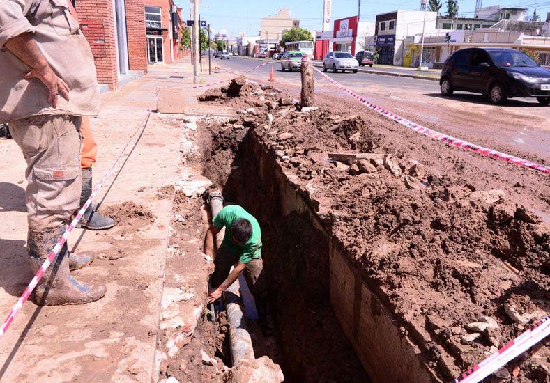 Repararon un caño de agua en avenida Almafuerte